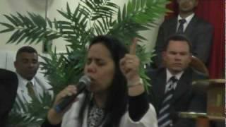 De joelhos - Sofia Cardoso Prega e canta na Ass. Deus Min. Hosana