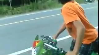 getlinkyoutube.com-Thằng nhóc 13 tuổi chạy xe Nova Drag Tự Do