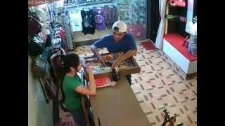 (huli sa CCTV)  mga snatcher, nagbebenta ng nakaw na cellphone