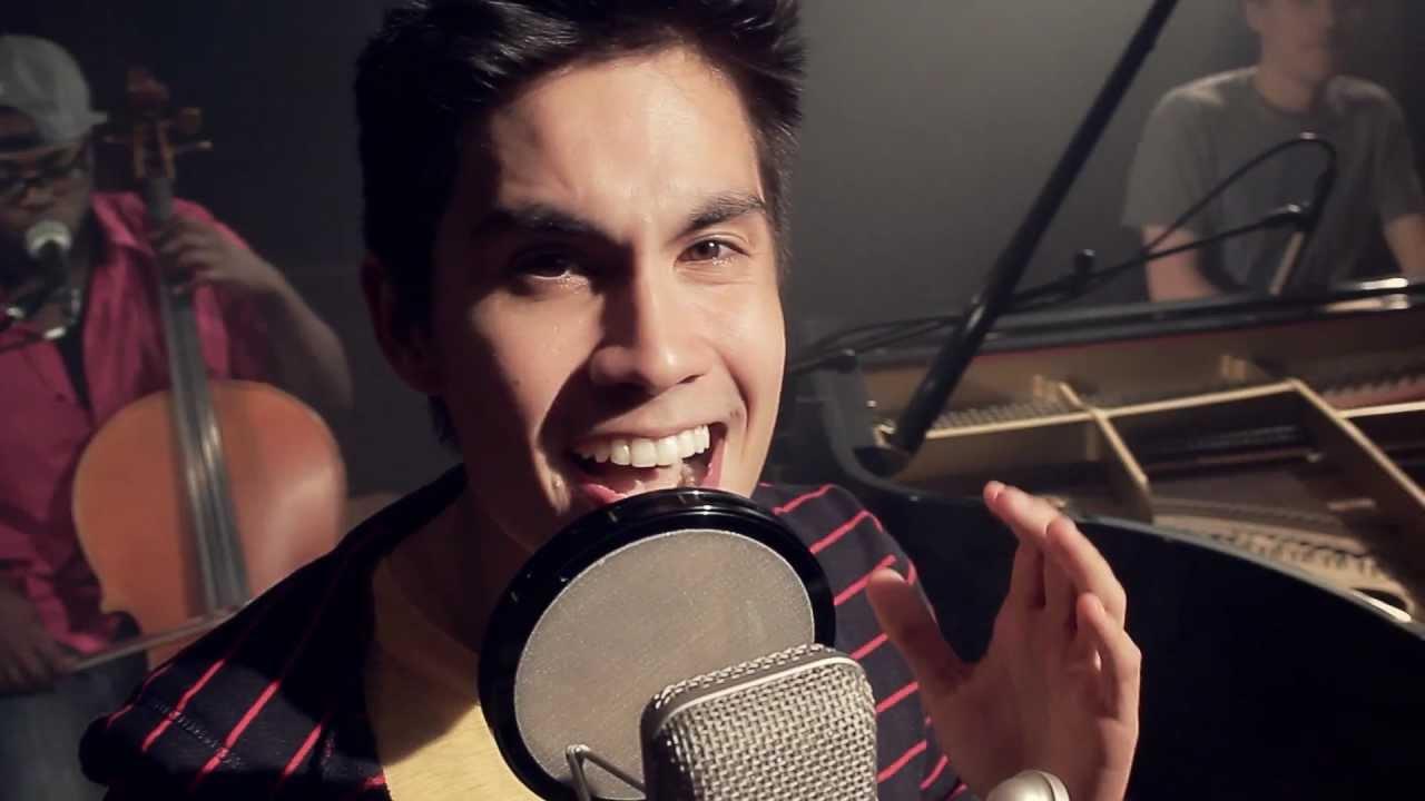 One More Night - Maroon 5 (ft. Sam Tsui) udah ganteng,, bagus lagi suaranya,, WOOOWW banget yaa,.., ;-)