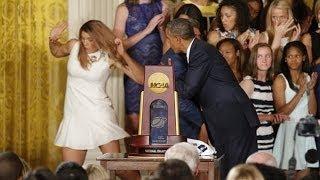 getlinkyoutube.com-أوباما يغازل لاعبة سلة وبوادر أزمة جديدة مع زوجته ميشال...!!