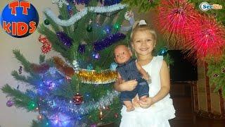 getlinkyoutube.com-✔ Беби Борн и Ярослава покупают и украшают Елку к Новому Году / Doll Baby Born with Yaroslava ✔