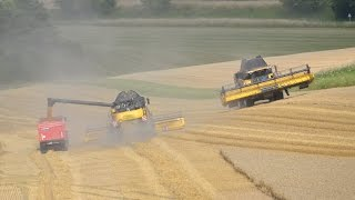 getlinkyoutube.com-NEW HOLLAND CR 9090 ET 9080 à la moisson en 2014