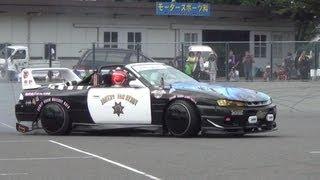 getlinkyoutube.com-未来警察ポリスマン登場!バイクスタント+カースタント オートジャンボリー2013