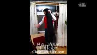 getlinkyoutube.com-Qi Liping comb long hair after shampooing