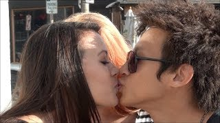 getlinkyoutube.com-How To Kiss Girls! (Kissing Prank)