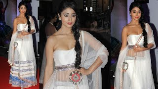 getlinkyoutube.com-Shriya Saran  Shows Her Waist Line Oops!!