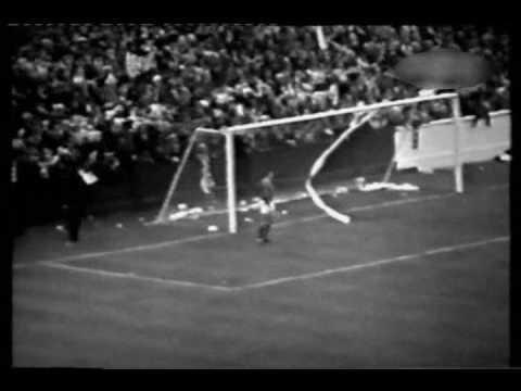 1966 - Leeds United v Manchester United - Elland Road - 02