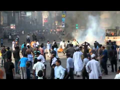 Police attacked on Jamat-Shibir regular Misil (sept-2011).flv