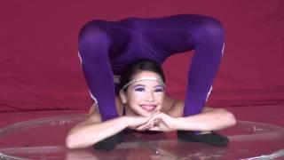 getlinkyoutube.com-Circo Latino No.5 Duo Chiffon: Alejandra, Miguel Angel, Contortion : Africa