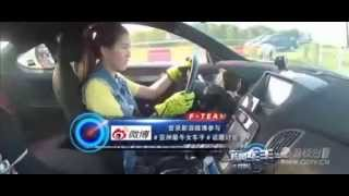 getlinkyoutube.com-炫风车手 第五期(初选收官之战)马来西亚的大眼美女,玩高速飘逸,够吸引眼球的 20150717