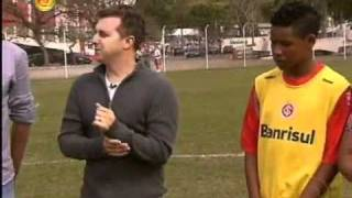 getlinkyoutube.com-Caldeirão - Luciano realiza sonho de Rodrigo jogar no Inter no quadro Peneira - 29/10/11 - Parte 5