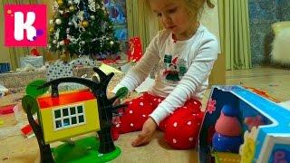 getlinkyoutube.com-Подарки Кате от Деда Мороза открываем игрушки под Новогодней ёлкой Unboxing Christmas gifts