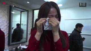 getlinkyoutube.com-(CUT) EXID crying on backstage for their 1st win @ Music Bank