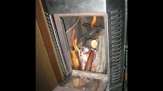 getlinkyoutube.com-Dickinson-Newport Feststoff-Wandofen (Holzofen) im Wohnmobil anfeuern