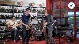 getlinkyoutube.com-Saxsociety Live (On Sunny Side Of The Street ครูโก้ Mr.Saxman & Poh Chaichon With Takeshi Band)