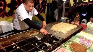 getlinkyoutube.com-その場でファンが出来るお好み焼き屋さん 職人芸  okonomiyaki Street Food Japan
