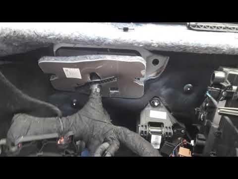 Расположение у Volkswagen Polo Sedan предохранителя корректора фар