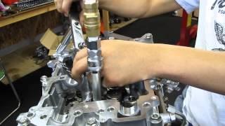 ヘッドを分解せずにバルブスプリングを交換する方法
