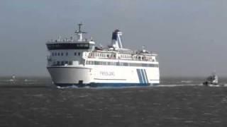 getlinkyoutube.com-Veerboot Terschelling tijdens storm 05-01-12