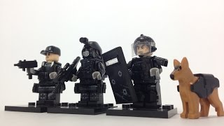 3 SWAT Minifigures with many cool brickarms and even a police dog