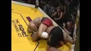 getlinkyoutube.com-Pierwsza walka POPKA w klatce MMA