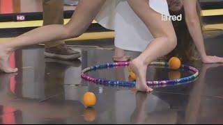 getlinkyoutube.com-Camila Stuardo descalza en juegos grupales  - Pies desnudos