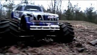 getlinkyoutube.com-Traxxas E-maxx, Jumps, crashes and more (RC car)