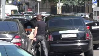 getlinkyoutube.com-Забавная семейка владельца Rolls-Royce in HD