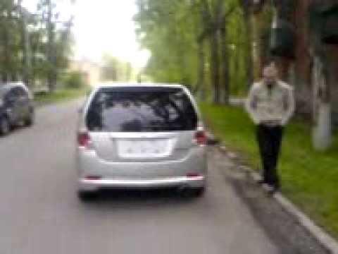 Где у Daihatsu Нэйкид находятся передние стойки