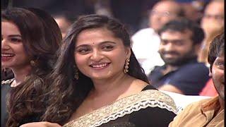 getlinkyoutube.com-Actress Anushka Shetty Grand Entry at Size Zero Audio Launch | Anushka Shetty | Arya