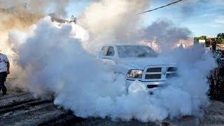 getlinkyoutube.com-4X4 BURNOUT - 15,000lbs Dumpster vs 8000lbs Dodge Ram Pickup