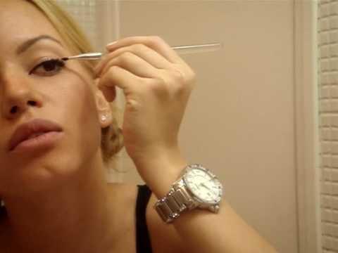 *Juliana Goes - Maquiagem VI - delineador + sombra preta esfumada + truque dos meus cabelos