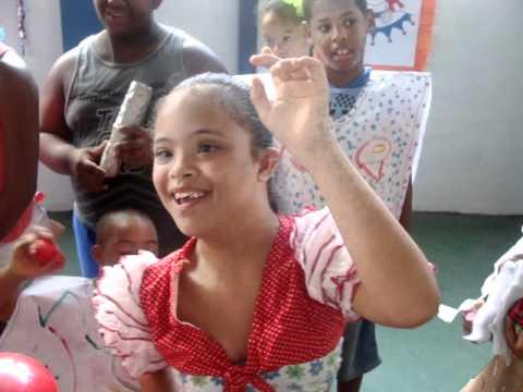 Baile de Carnaval anima alunos da Apae Salvador