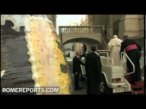 Pope receives giant Easter egg