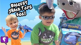 getlinkyoutube.com-Worlds Biggest SHARK Attack! SURPRISE Toys + Real Sharks Octonauts Pool Side Fun by HobbyKidsTV