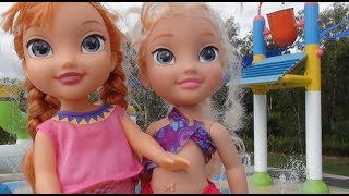 getlinkyoutube.com-Anna and Elsa Swimming Pool + Water Park Fun Frozen Young Anna and Elsa Toddlers