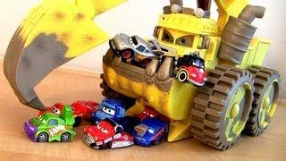 getlinkyoutube.com-Monster Screaming Banshee Eating Wingo Snot Rod Mini CARS Lightning McQueen Mater Disney Pixar