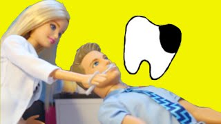 getlinkyoutube.com-DENTIST Part 2 !! Ken loses a TOOTH 🤔 BARBIE DENTIST Come Play With My Disney Toys