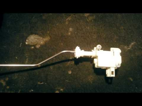 Passat B6: Трос открытия лючка бензобака