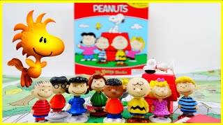 getlinkyoutube.com-The Peanuts My Busy Book Review - Charlie Brown and Snoopy | Evies Toy House