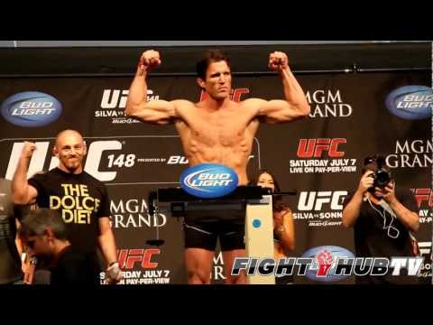 UFC 148 Anderson Silva vs Chael Sonnen II: Shoulder bump-Weigh in (HD)