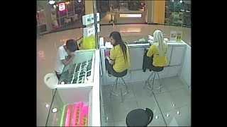 getlinkyoutube.com-Aksi budak curi smart phone 1malaysia