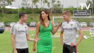 getlinkyoutube.com-Keane, Gerrard, Husidic and DeLaGarza doing football challenges at LA Galaxy LOOKS LIKE GREAT FUN