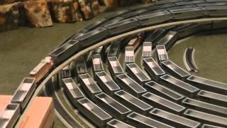 getlinkyoutube.com-The spiral with Ho Scale 243 cars 9 engines