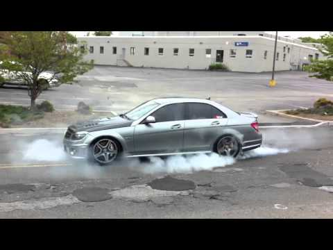 Mercedes C63 AMG Burnout Street Race