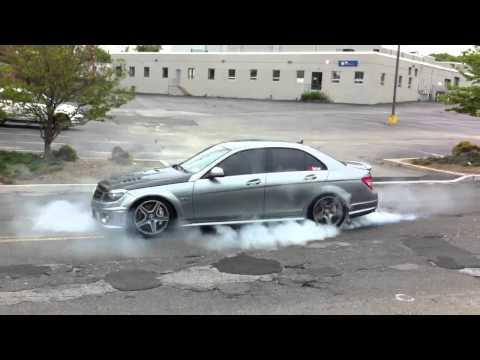Mercedes C63 AMG Burnout Street Race