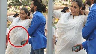 getlinkyoutube.com-Genelia Deshmukh Flaunts her BABY BUMP @ Arpita Khan's Baby Shower