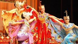 getlinkyoutube.com-TARI MERAK - Peacock Dance - Saung ANGKLUNG Udjo - KBRI Abu Dhabi [HD]