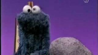 getlinkyoutube.com-Sesame Street - Cookie Monster on what's alive